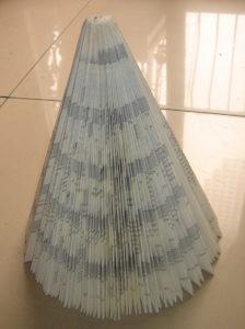 book xmas tree 6