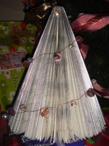 book xmas tree 8
